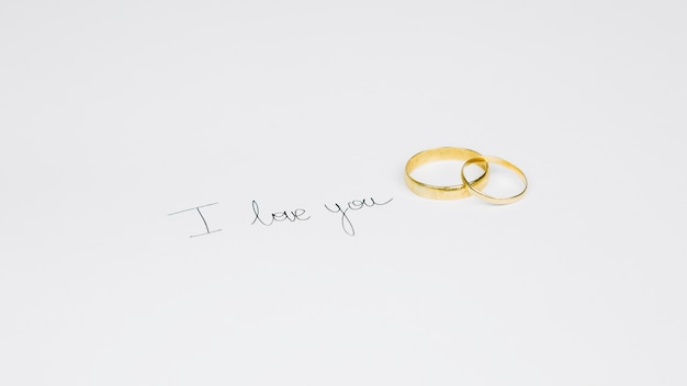 Wedding rings with a romantic message Free Photo
