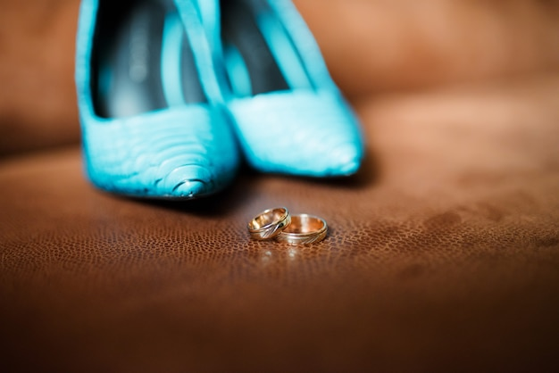 Wedding rings and women's shoes. Premium Photo