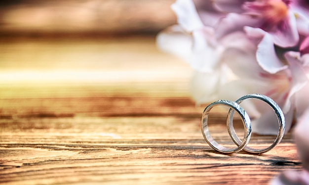 Wedding rings on the wooden background Premium Photo