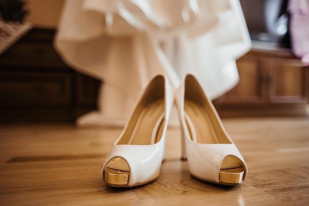 Wedding shoes and dress Premium Photo
