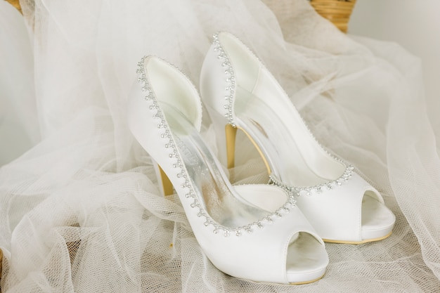 Wedding shoes with a veil Free Photo