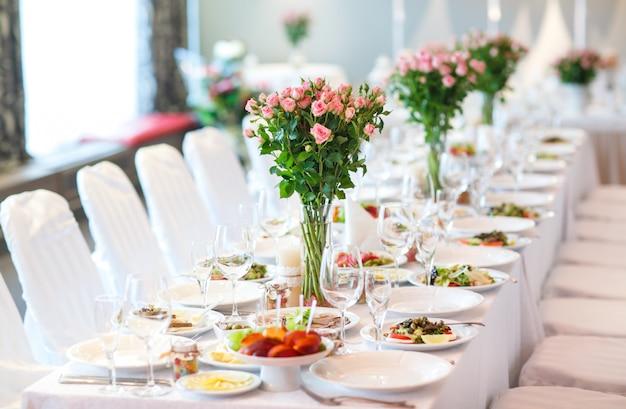 Wedding table setting Premium Photo