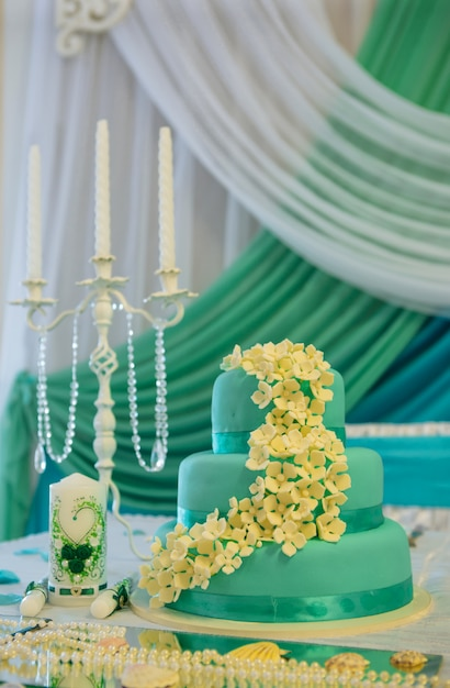 Wedding table with candles and cake Premium Photo