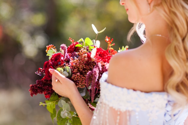 Wedding of a young couple with a walk through the green park. Premium Photo
