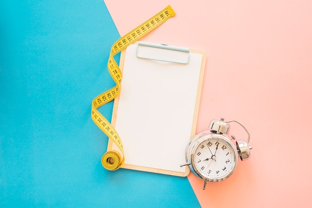 Weight loss composition with clipboard Premium Photo