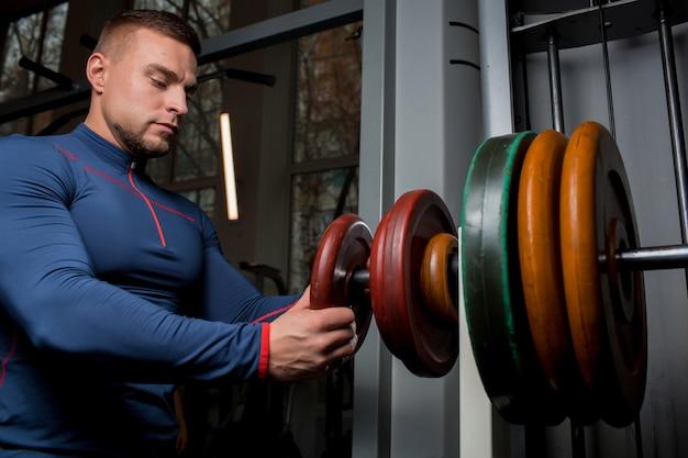 Weightlift training Free Photo