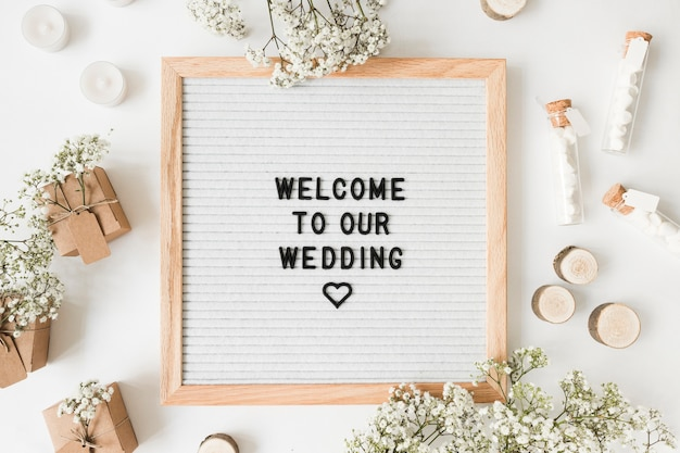 Welcome message and decoration for weddings on white background Free Photo