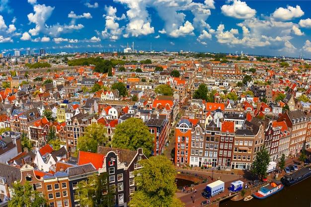 Вид на город амстердама от westerkerk, голландии, нидерландов. Premium Фотографии