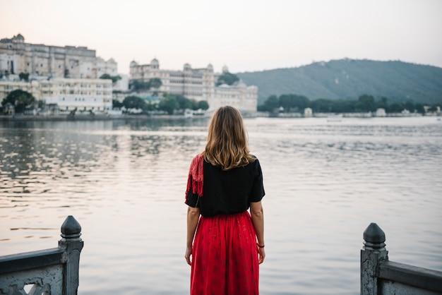Western woman enjoying a view of taj lake in udaipur Free Photo