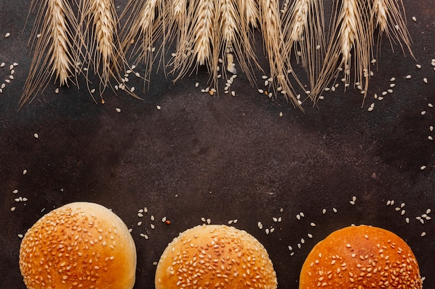 Wheat seeds and buns with sesame Free Photo