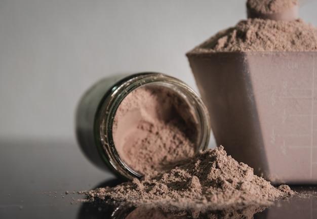 Whey protein powder nutritional bodybuilding product. Premium Photo