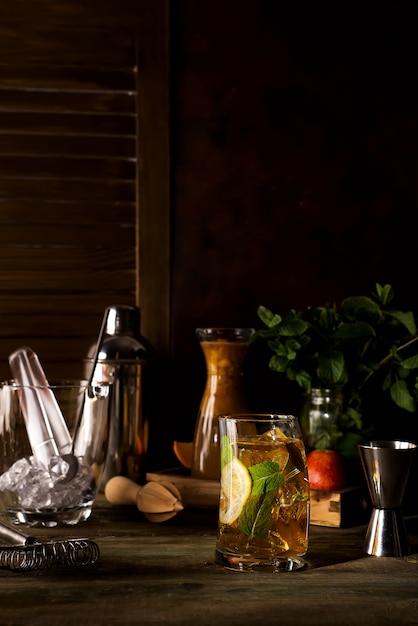 Whiskey based cocktail on dark wooden backgorund Premium Photo