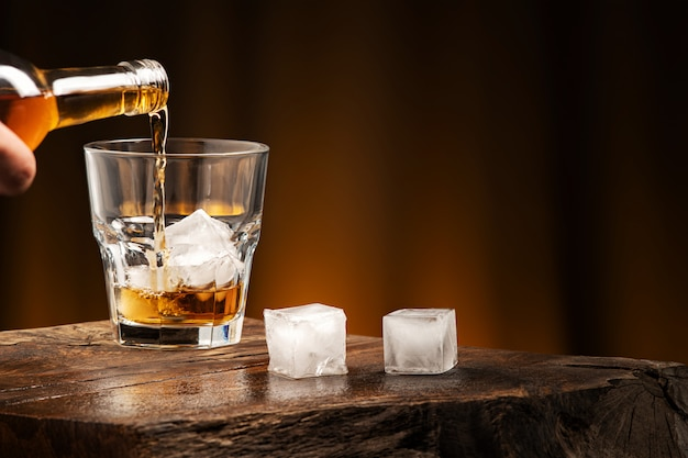 Whiskey cocktail with ice Premium Photo