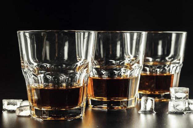 Whiskey and ice Premium Photo