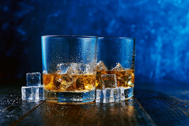 Whiskey with ice in modern glasses Premium Photo