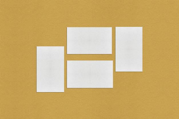 Белый пустой шаблон визитной карточки, белая визитная карточка на золотом фоне Premium Фотографии