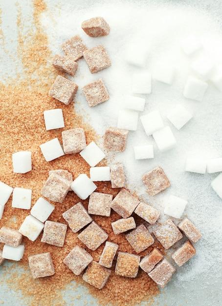 Zucchero bianco e marrone Foto Gratuite