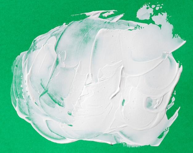Белый мазок кисти на зеленом фоне Бесплатные Фотографии