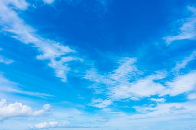 Nube bianca sul cielo blu Foto Gratuite