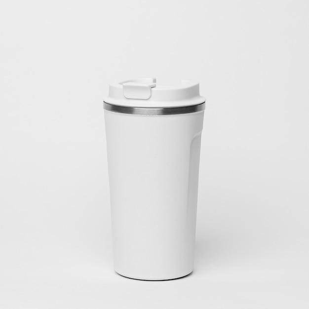 Белая кофейная фляга на белом фоне Бесплатные Фотографии