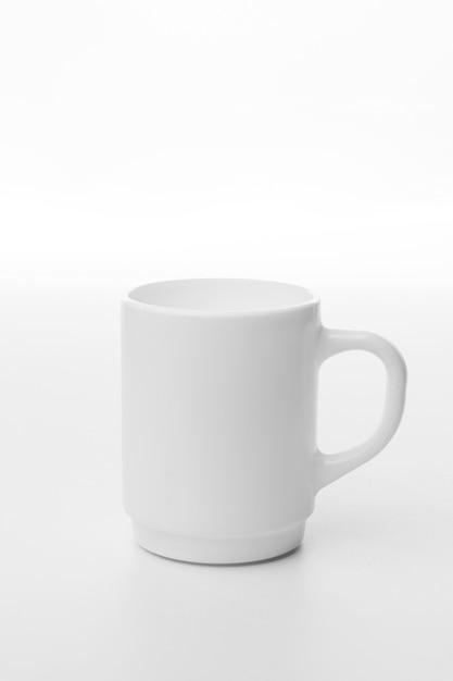 Tazza di caffè bianco su sfondo bianco Foto Gratuite