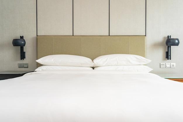 Белая удобная подушка для украшения интерьера спальни Бесплатные Фотографии