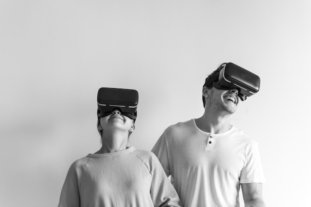 White couple experiencing virtual reality with vr headset Free Photo