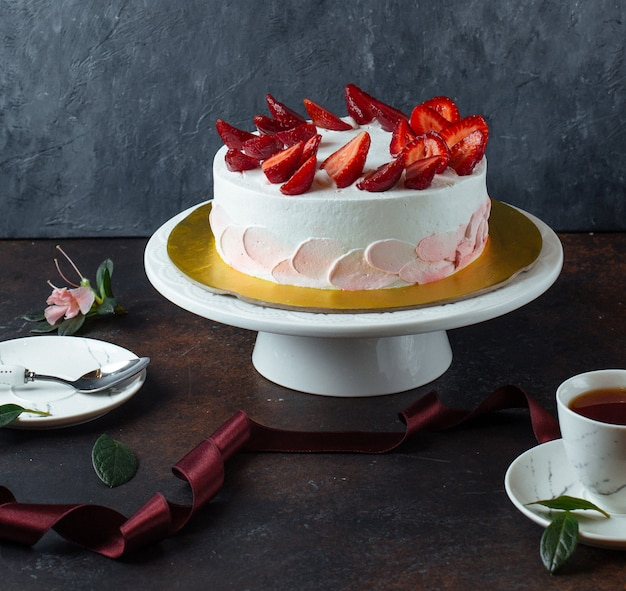 White creamy cake with strawberries Free Photo