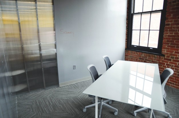 White desk in the meeting room Free Photo