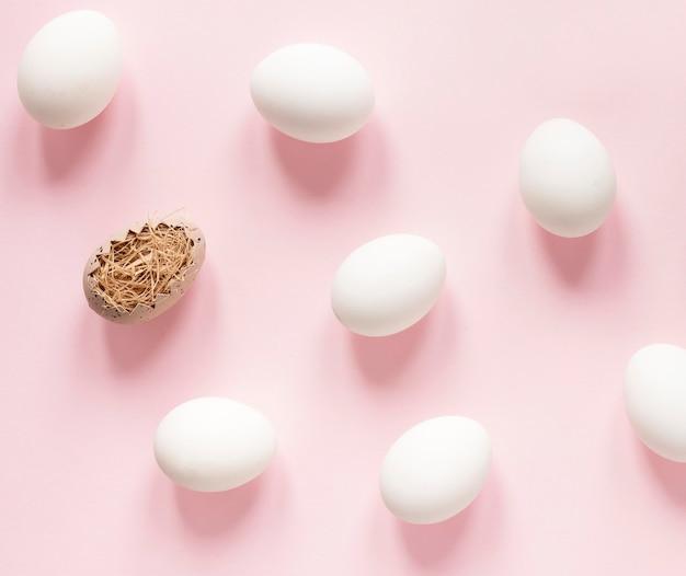 Белые яйца готовы к пасхе Бесплатные Фотографии