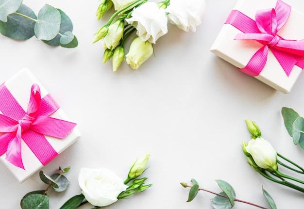 White eustoma flowers and gift box Premium Photo