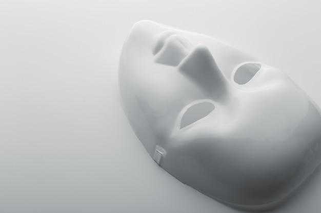 White face mask Premium Photo