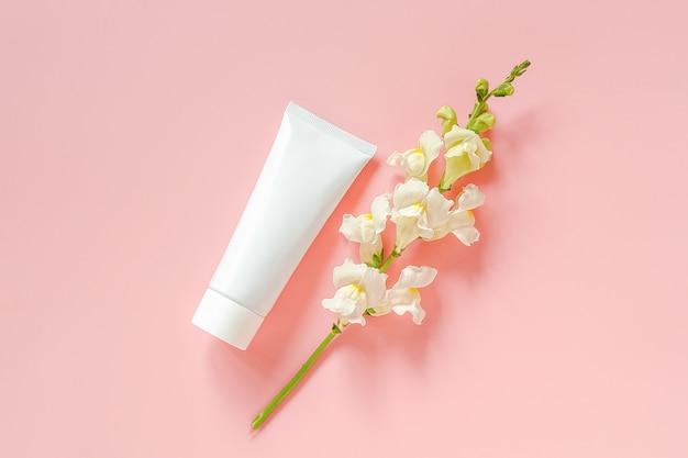 White flowers and cosmetic Premium Photo