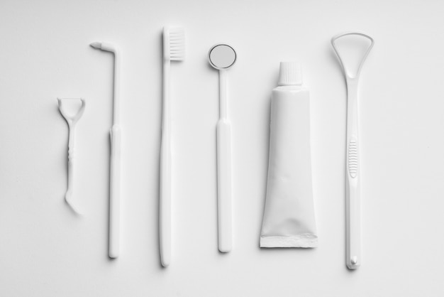 White and monotone color dental care & toothbrush set for clean concept Premium Photo