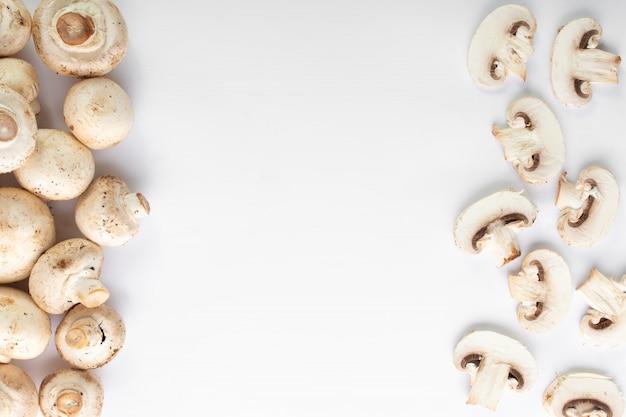 흰 바닥에 흰 버섯 신선한 샴 피 뇽 무료 사진