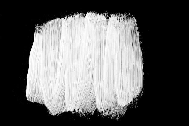 黒い背景に白い油絵の具、ブラシストロークペイント、テクスチャ Premium写真