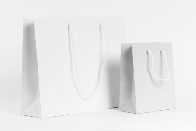 Белые бумажные пакеты для покупок Premium Фотографии