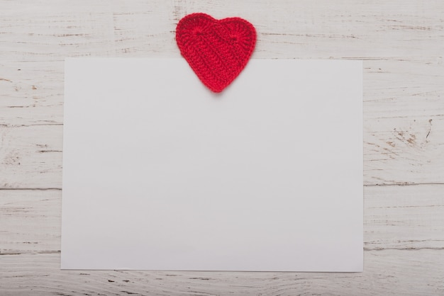White Paper With A Heart On Top Photo | Free Download
