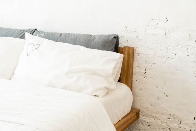 White pillow on bed decoration in bedroom Premium Photo