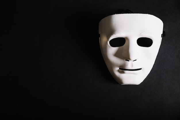 White plain mask for halloween Free Photo