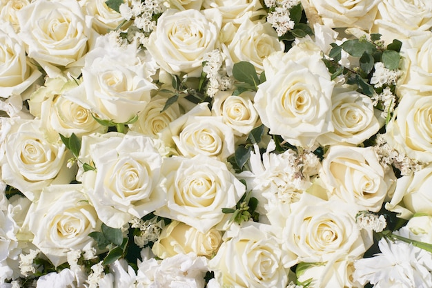 White roses bouquet. white flowers. view from above. Premium Photo
