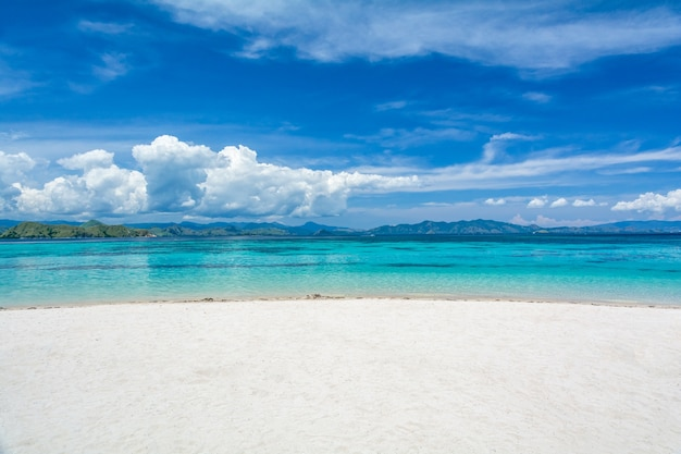 White sand beach with two different color of clearblue sea at kanawa island, komodo Premium Photo