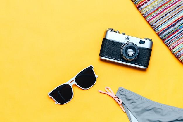 White sunglasses and swimsuit Premium Photo