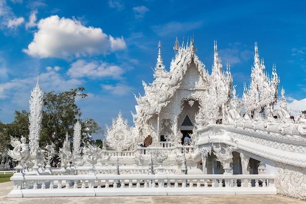Белый храм (ват ронг кхун) в чианграе, таиланд Premium Фотографии