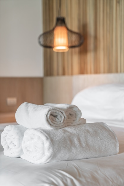 White towel on bed Premium Photo
