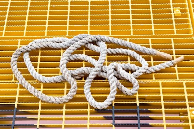 白い水色のロープは、白にします。シームレスなパターン。 Premium写真