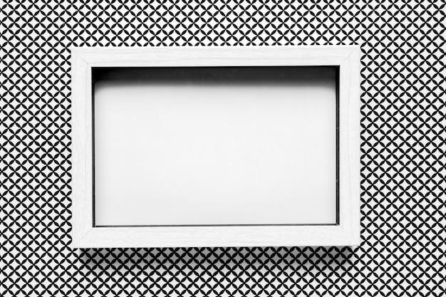 パターンの背景を持つ白いウェディングフレーム 無料写真