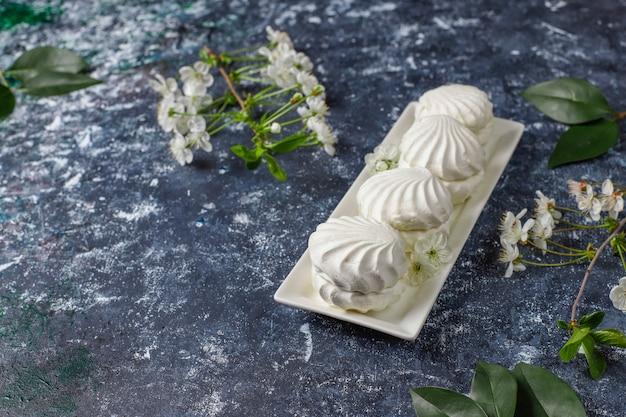 白いゼファー、美味しいマシュマロ、春の花、トップビュー 無料写真