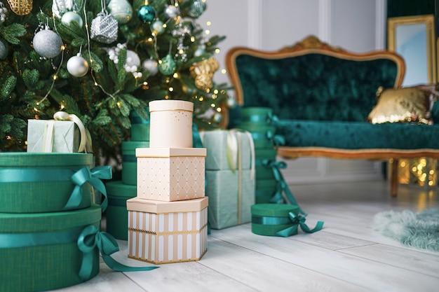 Whitish christmas decorations Premium Photo