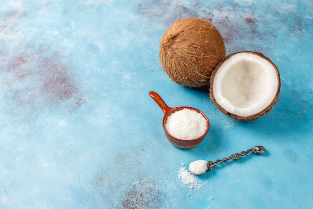 Whole coconut and various pieces of coconut Free Photo